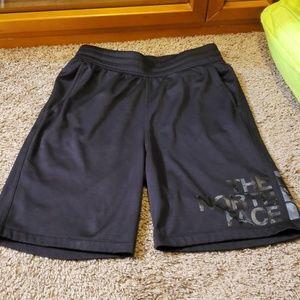 Mens The North Face logo basketball shorts. Black